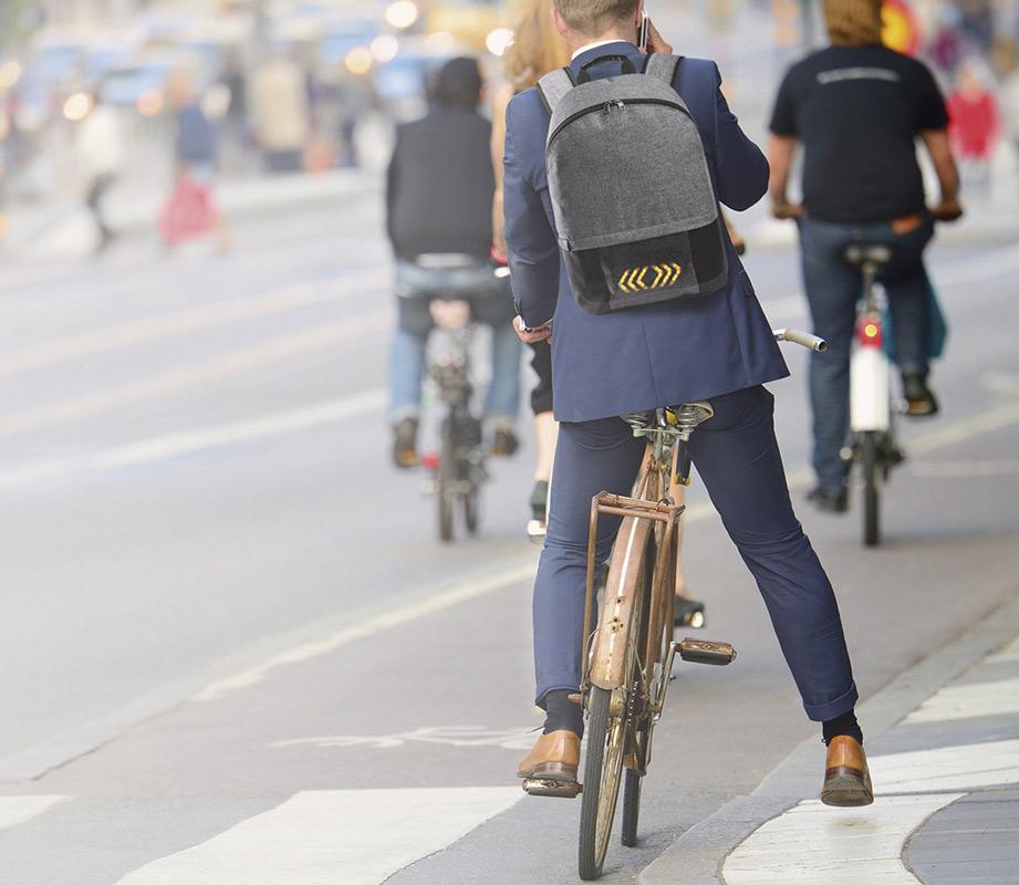 Ir en bicicleta, andando o en transporte público a tu evento sostenible