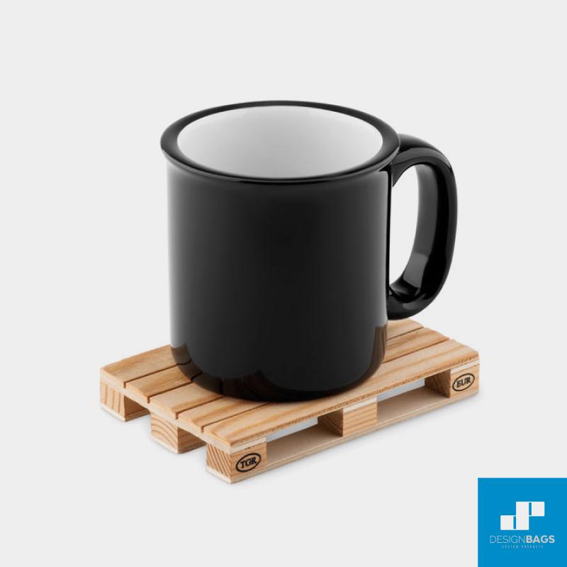 Incluye posavasos de madera para el merchandising de tu empresa