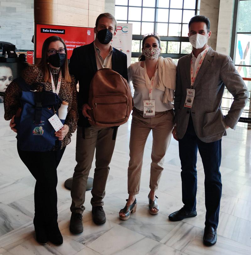 Equipo de Custom Design Bags en el Congreso de OPC